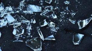 Como descartar vidro quebrado