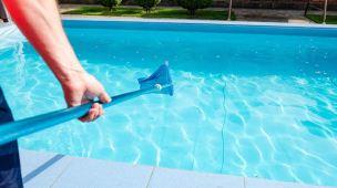 Maneiras de descartar produtos químicos de piscina