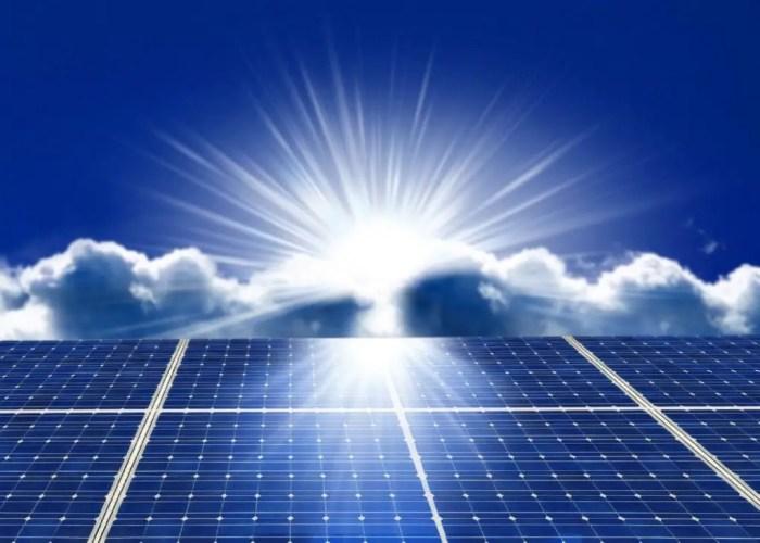 La luz es una fuente de energia que puede proporcionar electricidad a traves de los paneles solares