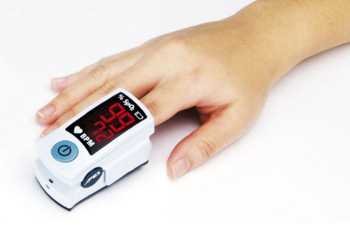 El pulsioximetro se encarga de medir el oxigeno en la sangre
