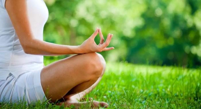 Dedica tiempo a las prácticas relajantes como el yoga o la meditación