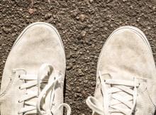 Cómo reparar zapatos de gamuza mojados