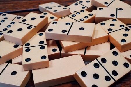 Cómo jugar dominó 1