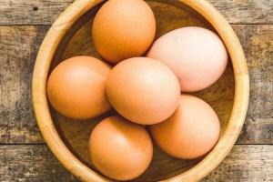 ¿Cómo hacer una mascarilla con huevo para el cabello?