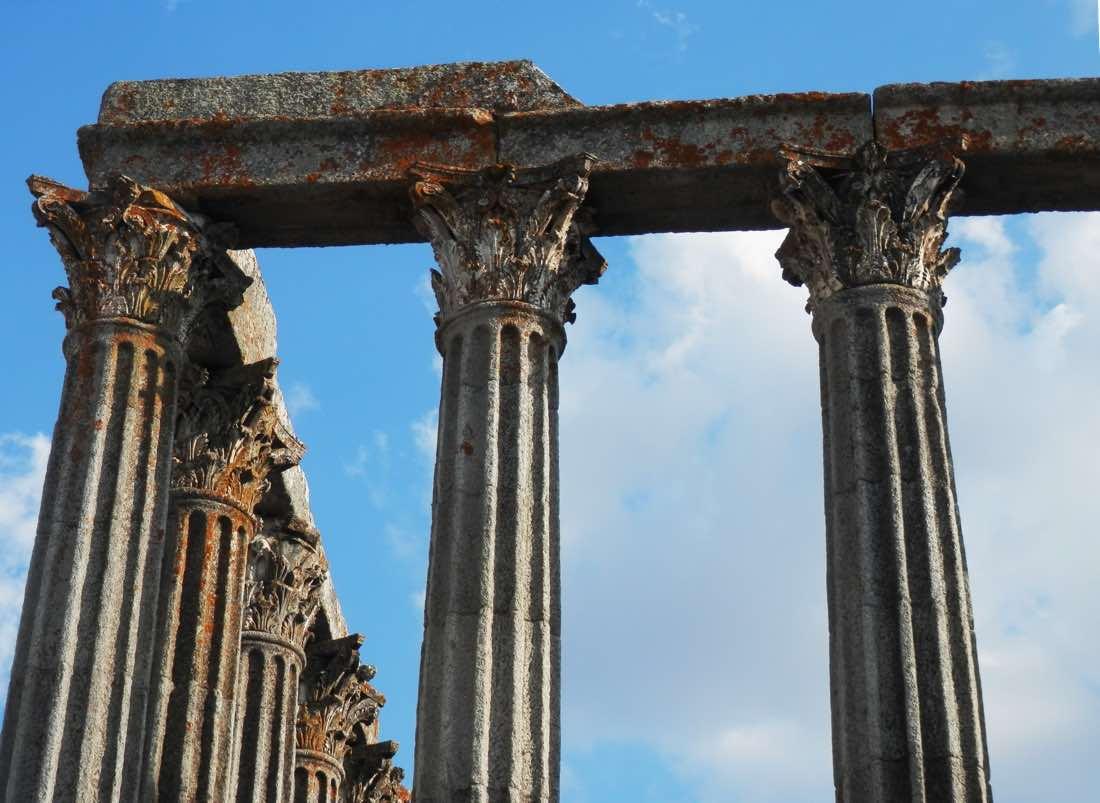 detalle templo romano evora portugal