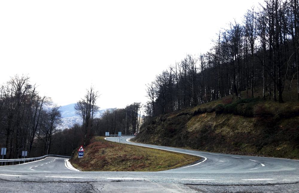 carretera-de-camino-roncesvalles-a-francia