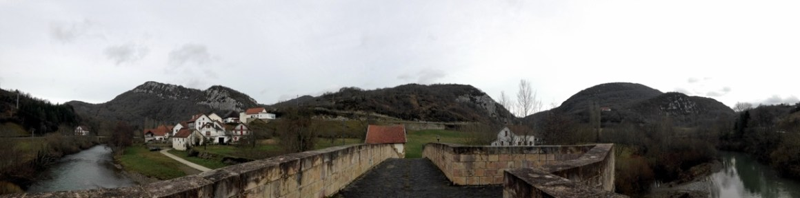 panoramica-puente-piedra-aribe-y-rio-navarra-turismo
