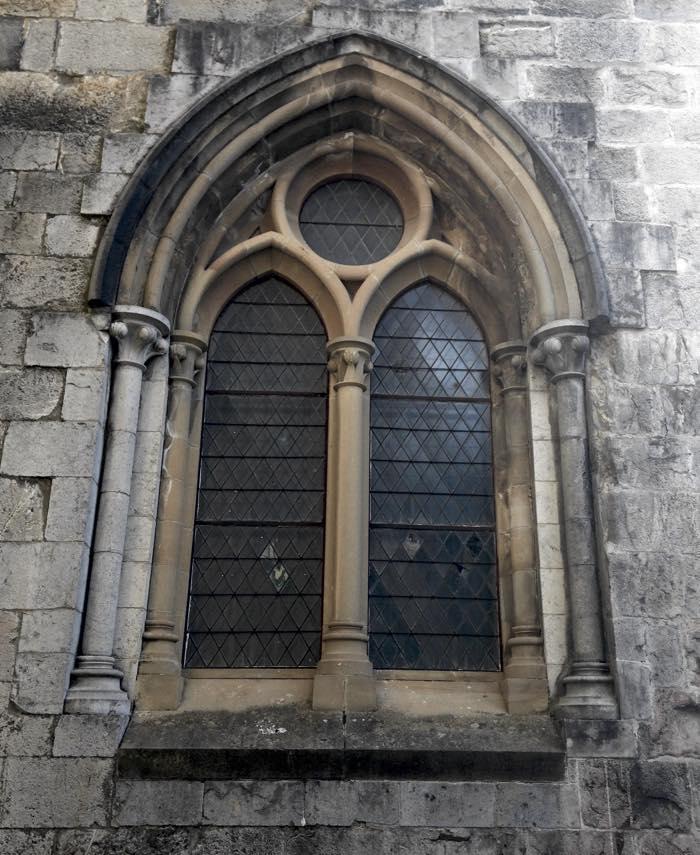 ventana-de-colegiata-roncesvalles-navarra