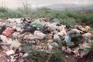 como se contamina el suelo