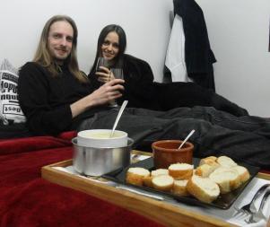 Thierry e eu - Fondue na cama - Dia dos Namorados - 2012