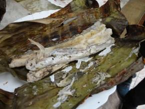 Peixe assado na folha de bananeira