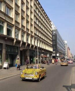 Berlim Trabi Carro Alemanha Leste Europeu Trabant - Foto Nathalia Molina @ComoViaja
