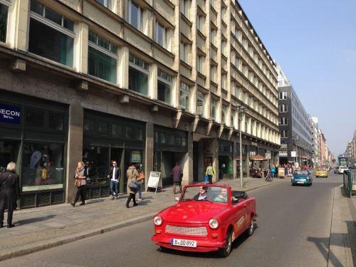 Berlim Trabi Tour Trabant Alemanha Oriental Carro - Foto Nathalia Molina @ComoViaja