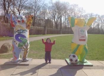 Berlim Urso Alemanha Crianca -Foto Nathalia Molina @ComoViaja (800x587)