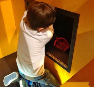 Crianca Trem Deutsche Bahn Museu Nuremberg Kibala - Foto Nathalia Molina @ComoViaja (15)