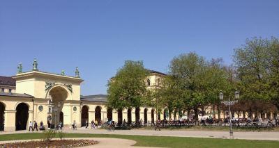 hofgarten-em-munique-entrada-do-jardim-e-cafe-palacio-residenz-na-alemanha-foto-nathalia-molina-comoviaja