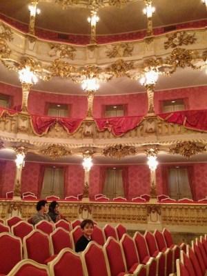 teatro-cuvilles-no-residenz-em-munique-crianca-na-alemanha-foto-nathalia-molina-comoviaja