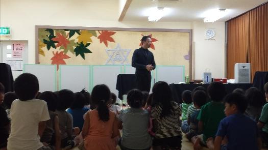 福岡町の学童保育でのマジックショー!トモさんも出演。