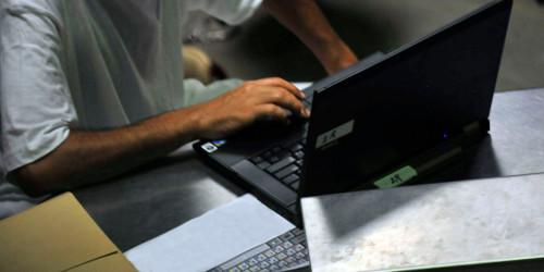 Anonyme utilisant un ordinateur