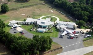 AD-John-Travoltas-House-Is-A-Functional-Airport-With-Runways-05