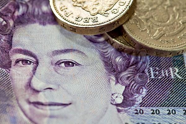 UK zaskakuje danymi o bezrobociu, a Funt dostaje skrzydeł.