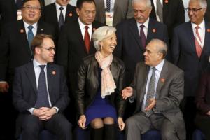 Pierwszy rząd od lewej: prezes Bundesbanku Jens Weidmann, dyrektor generalny MFW Christine Lagarde oraz sekretarz generalny OECD Angel Gurria.