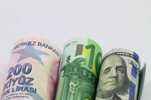 Kurs dolara odbija na koniec miesiąca. EUR/USD zatrzymuje wzrosty