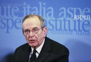 Włoski minister finansów Pier Carlo Padoan.   źródło: REUTERS/Alessandro Bianchi
