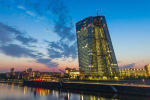 Kurs euro (EUR/JPY) prawie 2 proc. w górę od poniedziałku. EBC pod presjąoczekiwań rynków