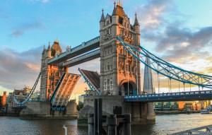 Kursy walut. Dolar konsoliduje, funt czeka na wyniki posiedzenia Banku Anglii