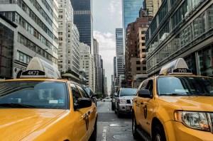 żółte taksówki w Nowym Jorku