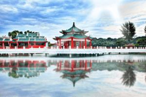 Chińskie krajobraz na tle wody