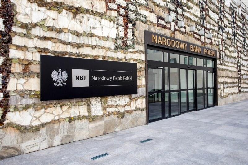 Kursy walut NBP: Dolar, euro i frank w korekcie, funt odbija. 11 maja 2021 r.