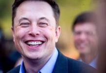 Uśmiechnięty Elon Musk