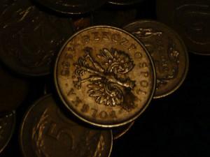 Kurs franka (CHF/PLN) i dolara tracą do złotego. Euro i funt jednak mocniej w górę