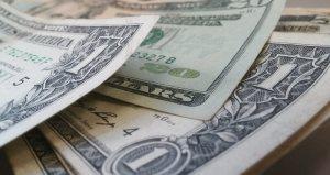 Kurs dolara USD osłabi się w tym roku, uważa HSBC