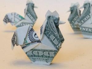 Kursy walut. Dolar kontynuuje swoją słabość, zyskuje korona norweska
