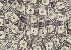 Kurs dolara coraz niżej, złoty umacnia się także do franka i euro, USD/PLN po 3,6755 zł