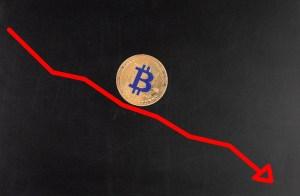 Bitcoin już 30 procent niżej od szczytów. Byczy sentyment opuszcza kryptowalutę