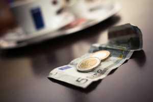Kurs euro (EUR/PLN) wzrósł z 4,53 do 4,57, inflacyjny diabeł nie taki straszny