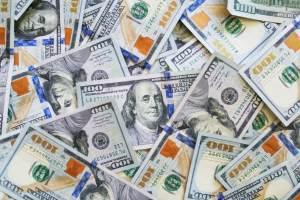 Kursy walut. Dolar zyskuje do euro (EUR/USD), funt (GBP/USD) również traci