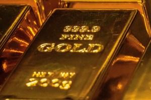 Złoto bez istotnych wzrostów mimo tendencji osłabienia dolara