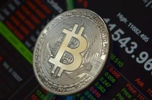 SEC opóźnia zatwierdzenie funduszu opartego o Bitcoina