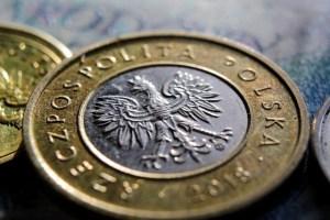 Kursy walut. Złoty najwyżej od marca. Dwa głosy z RPP za podwyżką stóp procentowych