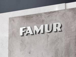 FAMUR logo na ścianie