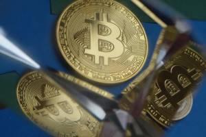 Bitcoin znowu tanieje. Kurs BTC wynosi 6,5 tys. i ciągnie kryptowaluty w dół