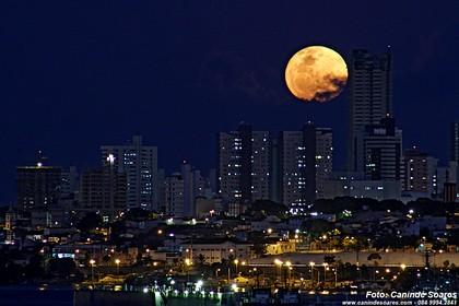 Noite de lua cheia em Natal. Foto: Canindé Soares