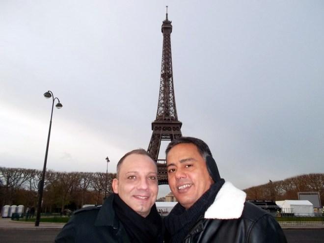 David e Antonio no principal cartão postal de Paris