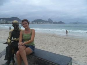 Também não vale visitar o Rio e não bater um papo com Drummond