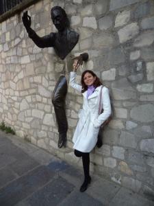 O caso começa a ficar grave, quando você começa a interagir com estátuas que não sabe nem do que se trata. Em Montmartre, Paris.